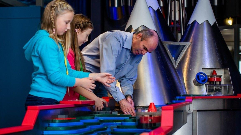 Vannkraften inviterer til lek og moro, vann og samarbeid