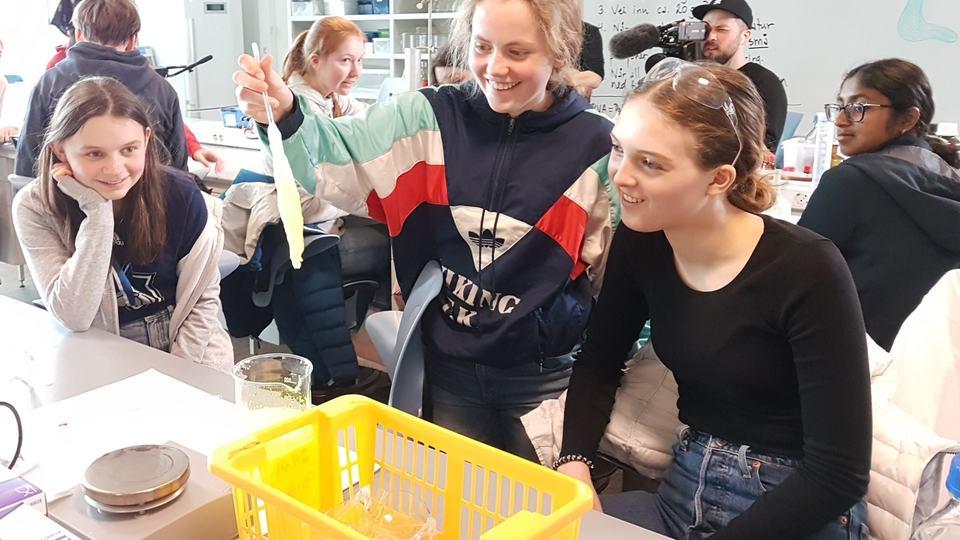 Emma, Sigrid og Camilla er alle elever ved Talentsenteret i realfag.